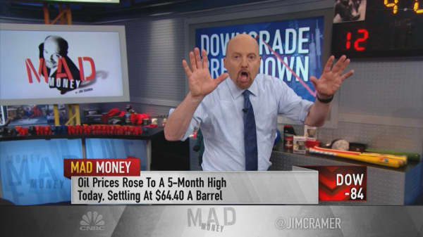 Investors should take analyst downgrades of GE, Boeing seriously, says Cramer