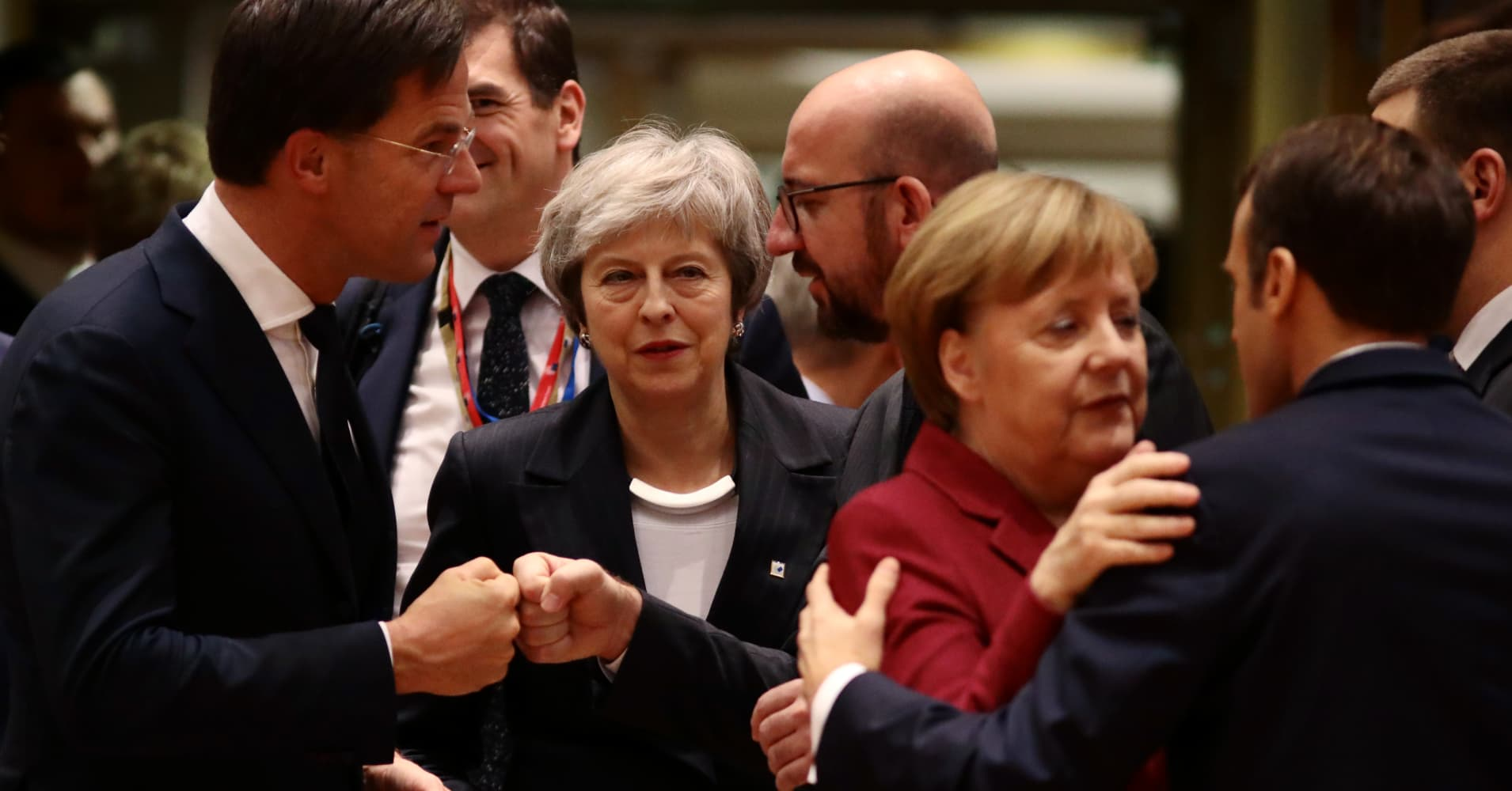 Theresa May seeks help from Merkel and Macron ahead of critical Brexit summit