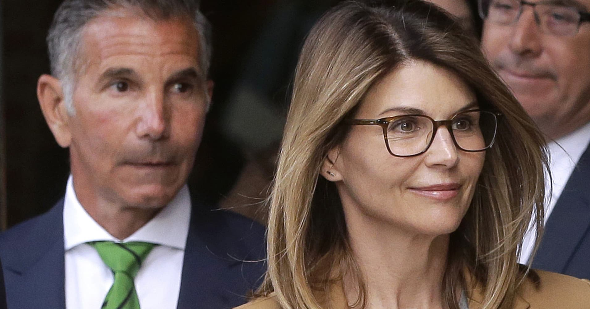 Actress Lori Loughlin, husband hit with new charges in college admissions scheme