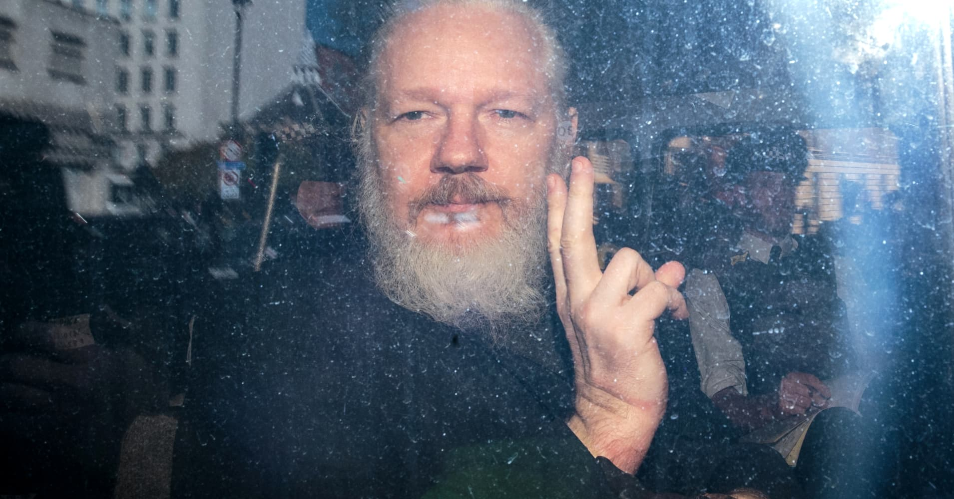 UK lawmakers urge British government to extradite WikiLeaks founder Assange to Sweden