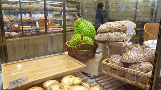 Local specialty foods can be found at Jewel Changi Airport.