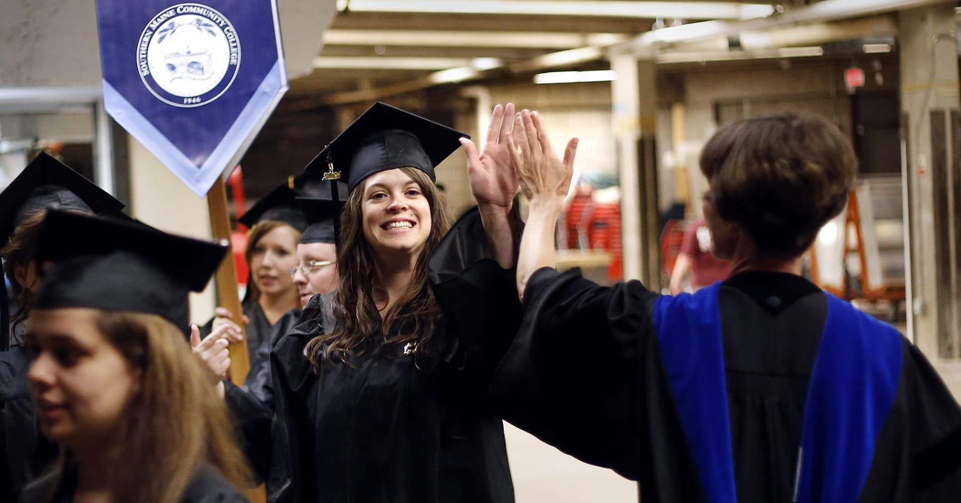 Tuition at community colleges is $3,660 a year on average—but here's how much students actually pay
