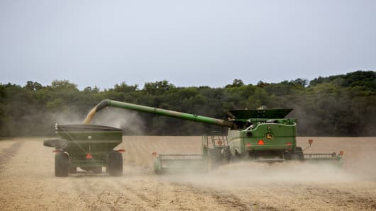Soybeans are harvested in Tiskilwa, Illinois, U.S., on Tuesday, Sept. 18, 2018.