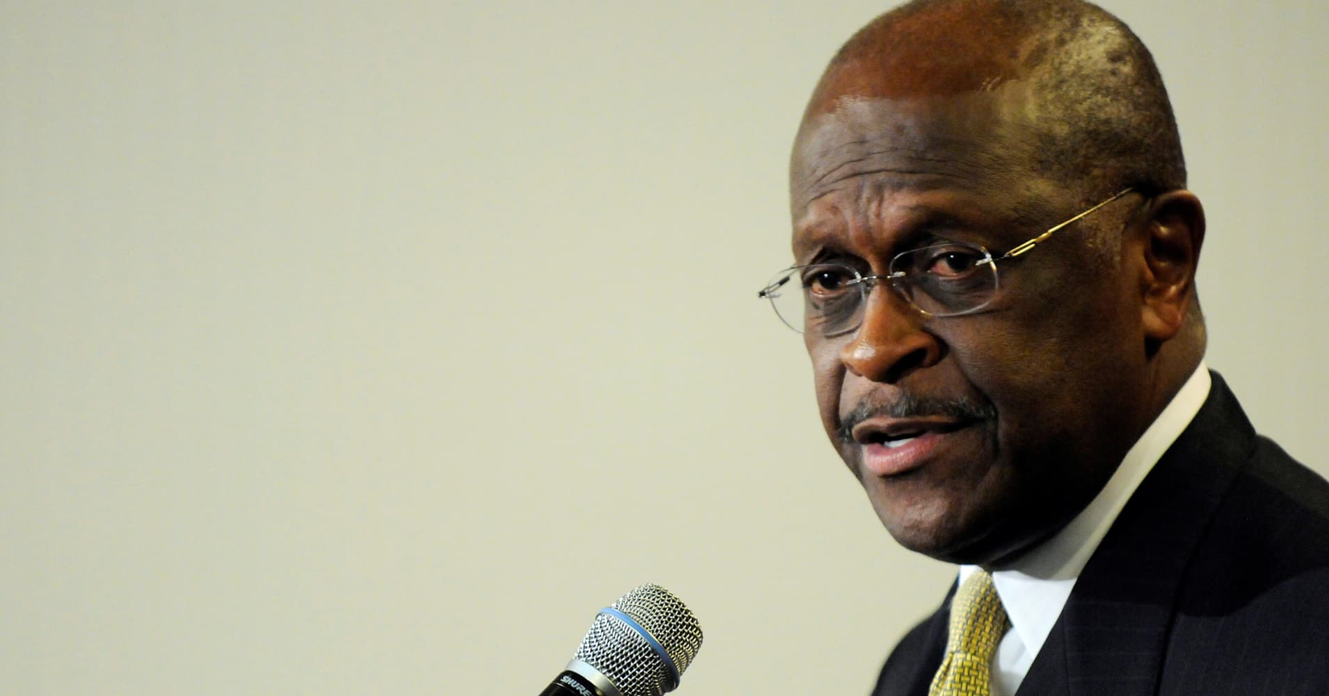 Herman Cain says he will not drop out of Fed Board consideration