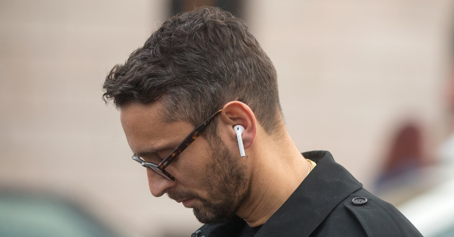 Apple could launch AirPods with brand new design as soon as this year, top analyst says - CNBC