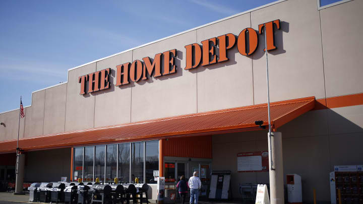Shoppers arrive at a Home Depot Inc. store in Louisville, Kentucky, U.S., on Monday, Feb. 25, 2019.