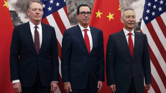 Chinese Vice Premier Liu He (R), US Treasury Secretary Steven Mnuchin (C) and Trade Representative Robert Lighthizer pose before they proceed to their meeting at the Diaoyutai State Guesthouse in Beijing on May 1, 2019.