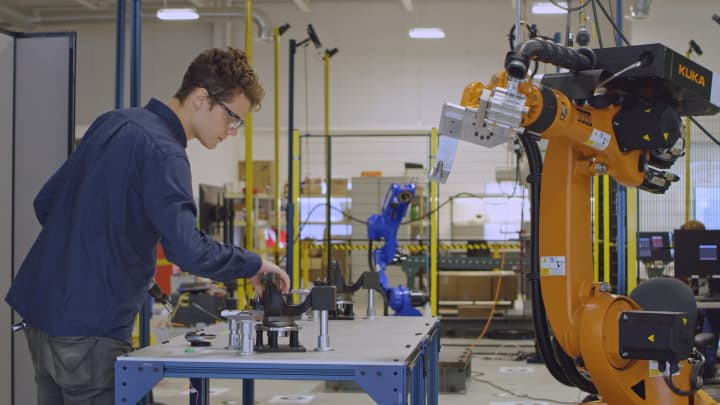 Large factory robots pose a danger to humans — here's how Veo Robotics is making them safer