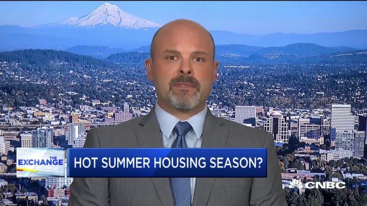 Mortgage applications surge as rates drop