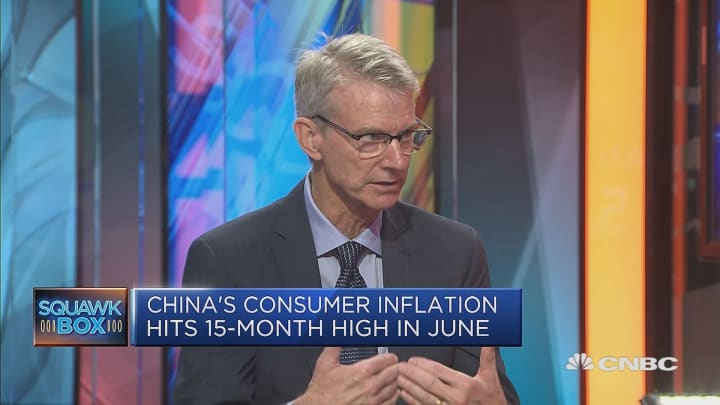 An all-out trade war could lead to a global recession: Economist