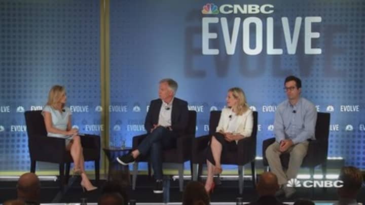 Retail leaders from Enjoy, Harry's, Framebridge and more with Courtney Reagan at CNBC Evolve Summit
