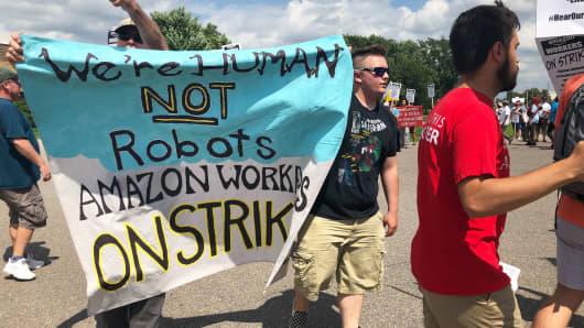 330c0288986fb Amazon workers' Prime Day strike begins in Minnesota