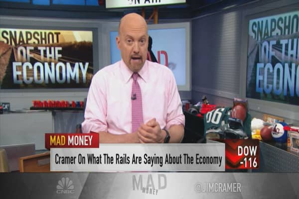 Jim Cramer: Earnings showing business and consumer economies 'out of sync'