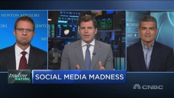 How to play social giants Snap, Facebook, Twitter into earnings