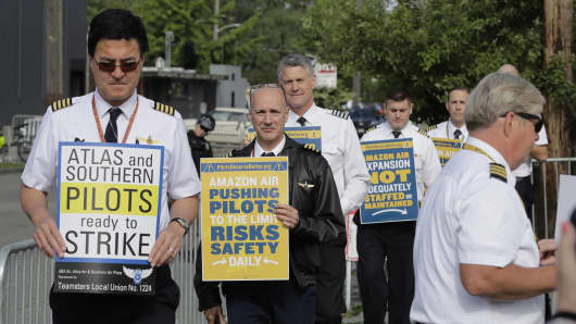 Pilots demonstrating for better working conditions people who fly planes for Amazon.com and Atlas Air Worldwide picket outside Amazon.com's annual shareholders meeting, May 22, 2019, in Seattle, Washington.