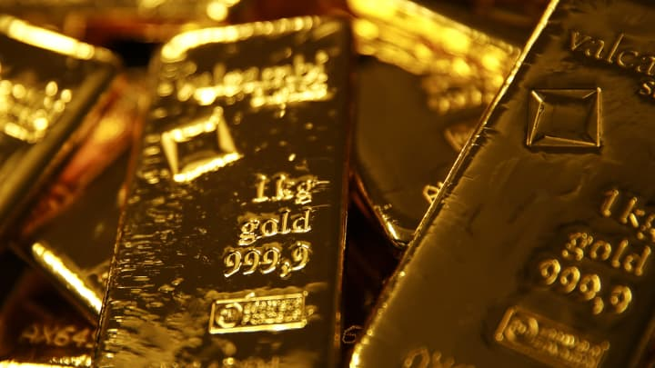 Recession fears are driving up gold prices, but watch for these scams