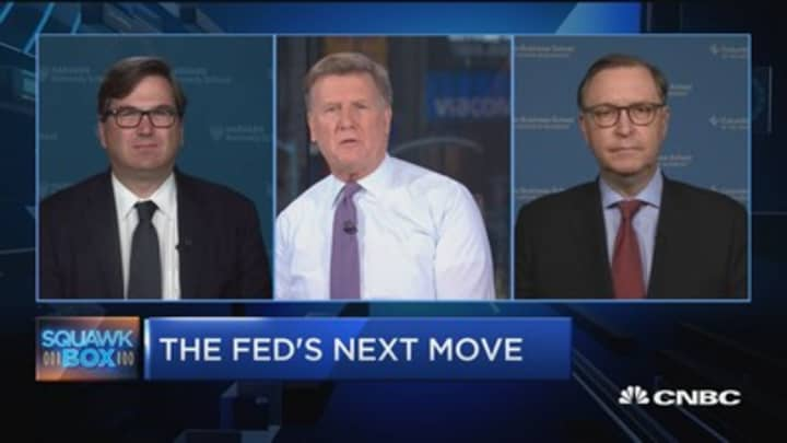 Current economic data isn't cause for a big rate cut, say experts